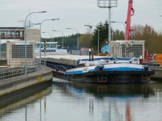 Lower Bavaria, Alemania: Awaiting our turn at Eckersmuhlen lock