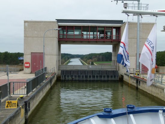 Lower Bavaria, Alemania: Positioning in the lock