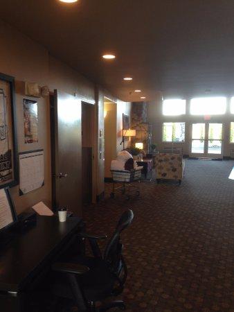 Super 8 Central PT Medford: Lobby 1