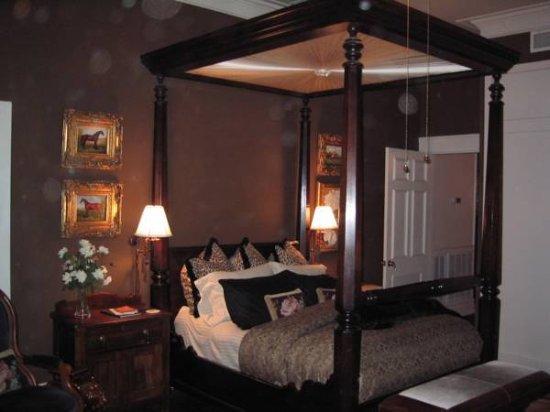 Belle Oaks Inn: Riata Room