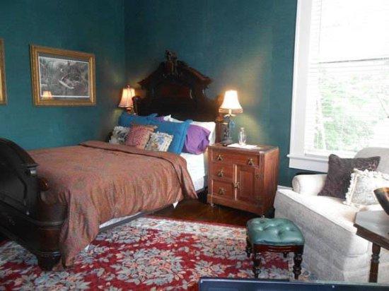 Belle Oaks Inn: Teal Room