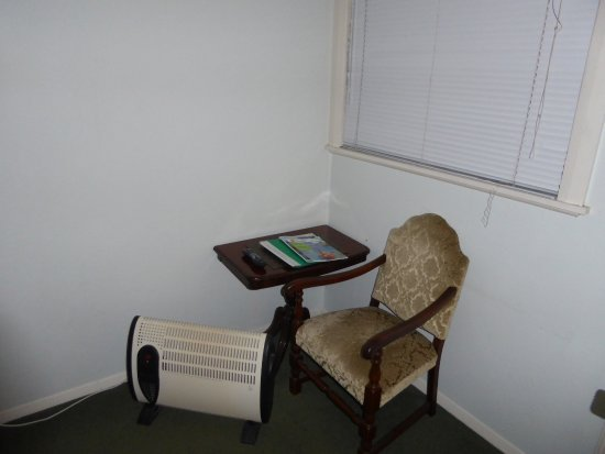 Admiral's Lodge B&B Hotel: Sitting area with heater