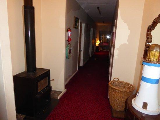 Admiral's Lodge B&B Hotel: Wood burning stove in halllway