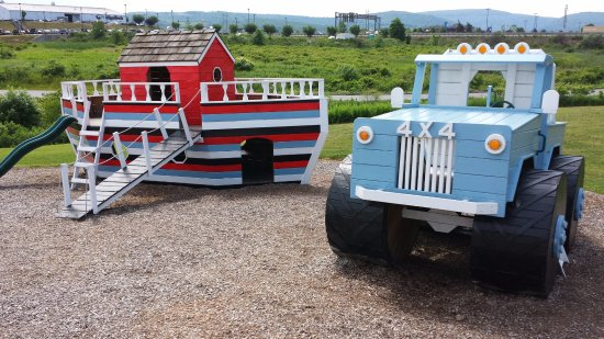 Blairsville, PA:  4 X 4 Truck