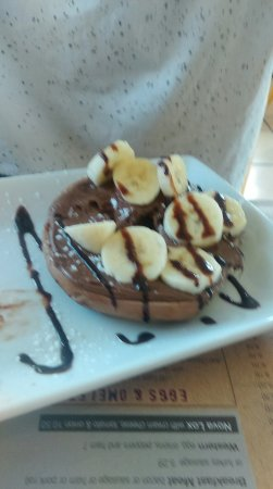 Bagel Time Cafe : Chocolate chip bagel with Nutella and bananas! Super delicious