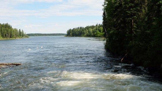 Snow Lake, Canadá: View of Wekusko lake standing from the lower bridge