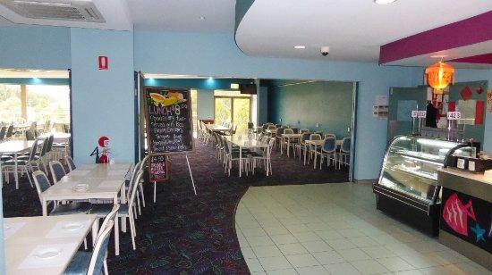 Malua Bay, Australie : Restaurant area and menu board