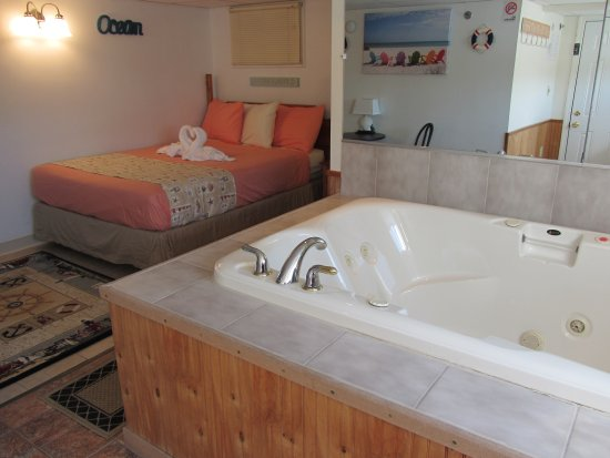 Green Dolphin Motel: Queen Suite with Jacuzzi Spa