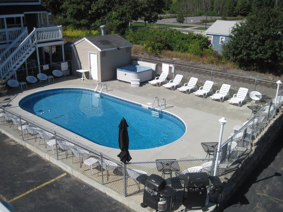 Green Dolphin Motel: Swimming pool and Hot tubs