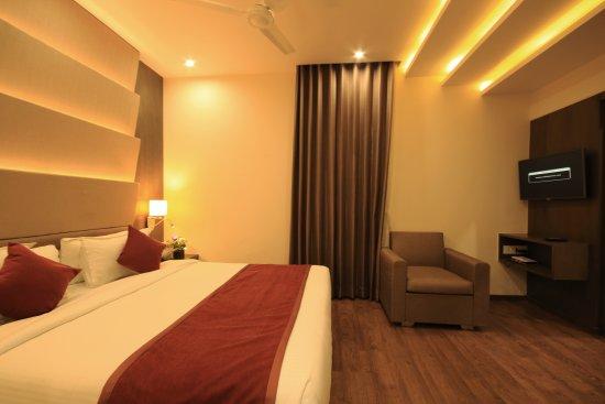 Naeeka Hotel: room