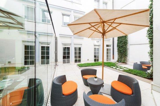 Maximilian Hotel: Garden