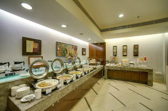 The Muse Sarovar Portico, Nehru Place: breakfast buffet
