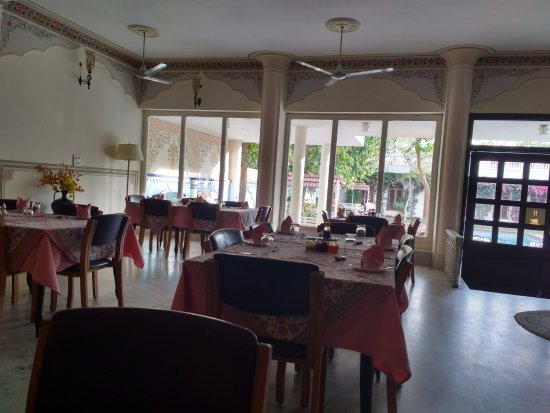 Hotel Meghniwas: Dining area