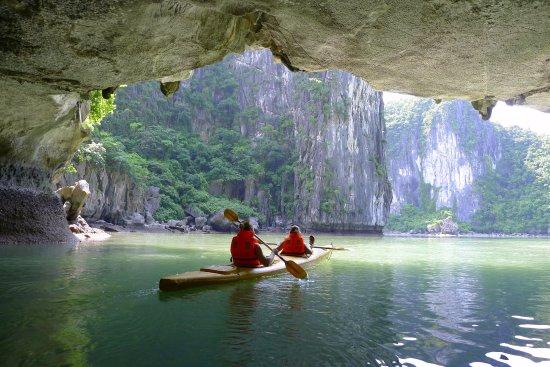 Darian Culbert: Kayaking @ Halong Bay