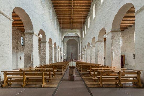 St. Johannes der Taufer: Nave
