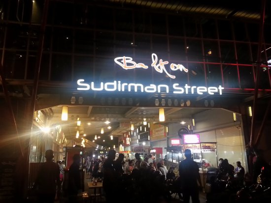 Keriuhan sudirman street - Foto Sudirman Street, Bandung - Tripadvisor
