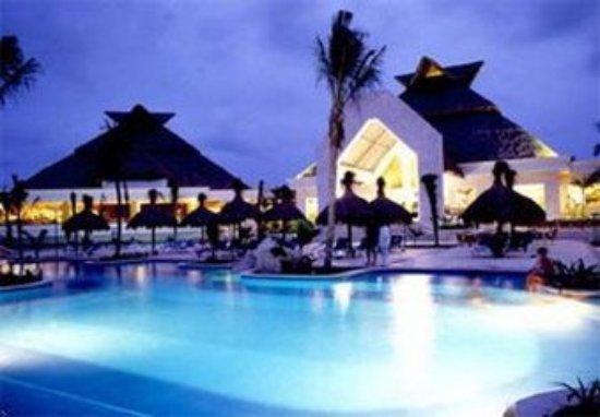 Grand Bahia Principe Tulum : Outdoor Pool