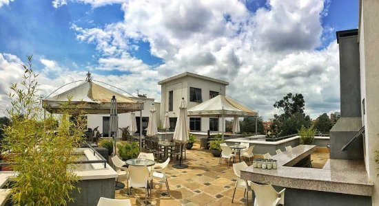 Oro Restaurant and Lounge: roof top terrace