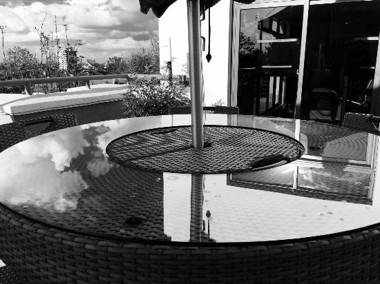 Oro Restaurant and Lounge: beautiful black and white picture