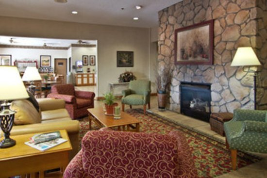 Coshocton Village Inn & Suites: Coshocton Village Inn Lobby
