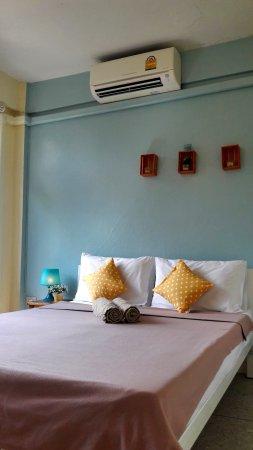 Chan Cha La 99 Hostel: Standard double with share bathroom