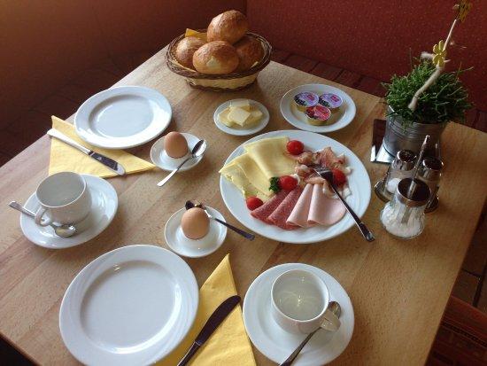 Nidda, Germany: Frühstück für 2