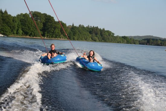 Parton, UK: Fun on the inflatables at Loch Ken Water Ski and Wakeboard School