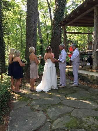 Lake Rabun Hotel & Restaurant: Our ceremony at the innkeepers cottage