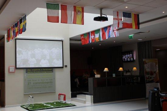 Mercure Warszawa Grand: European Football Championship 2016 in hotel lobby