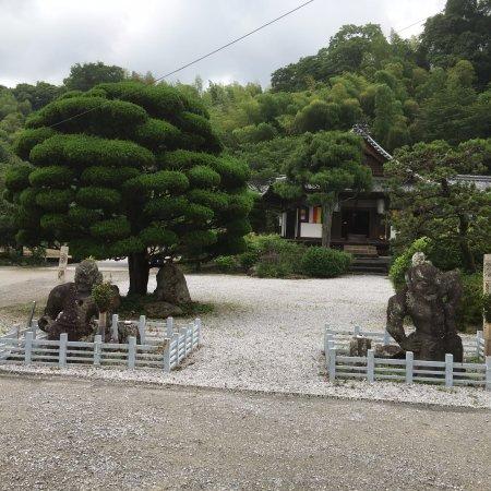 Kihara Stone Statues