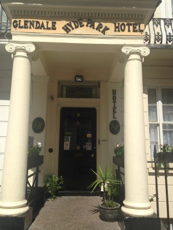 Glendale Hyde Park Hotel: Entrance