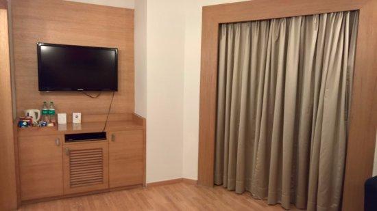 Bedroom - TV, coffee maker, mini fridge - Picture of Lemon Tree ...
