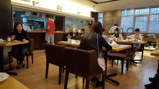 Merry Hotel Shanghai: 20160529_080223_large.jpg