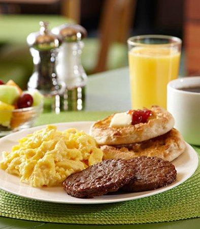Fairfield Inn & Suites Beaumont: Hot Breakfast
