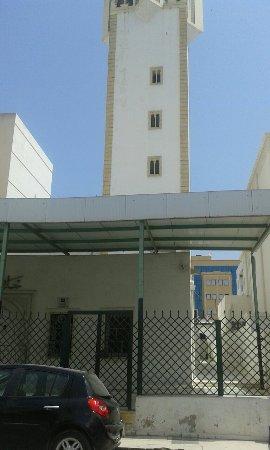 Hotel Ariha: Tout près de l'hôtel,un beau parc(Parc d'Afrique)Et une belle place dédiée à Pasteur.Et une mosq