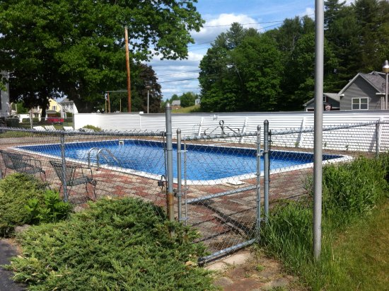 Kyes Motel: clean pool - nice cool water