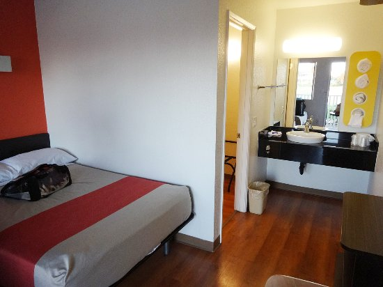 Motel 6 Ventura Beach: Sicht in das Zimmer