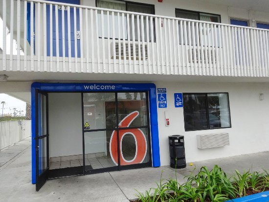 Motel 6 Ventura Beach: Eingang