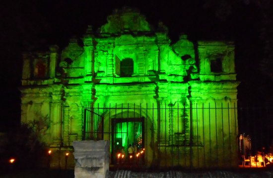 Cathedral de Santiago: Nighttime magnificence