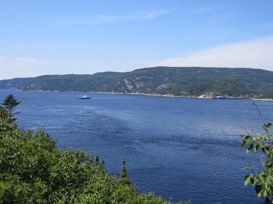 Centre d'interprétation et d'observation de Pointe-Noire : Balsa que faz a travessia para Tadoussac