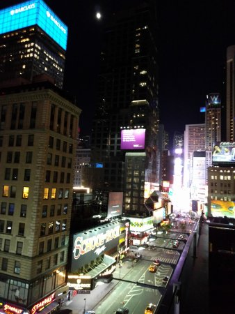 Times Square dalla terrazza. - Picture of Supernova - Novotel Hotel ...