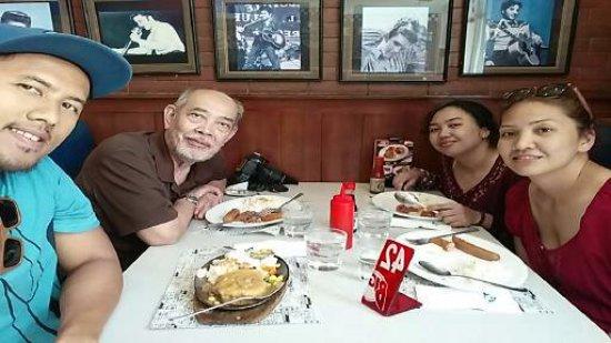 Bigg's Diner: A hearty breakfast we had at Biggs Naga!