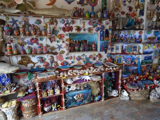 Oltremare Castellabate : altra parete dello stesso negozio