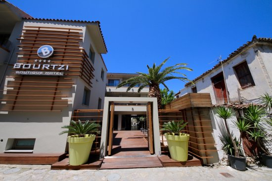 Bourtzi Boutique Hotel: The Bourtzi is rightly number one.The rooms ,food and staff are amazing