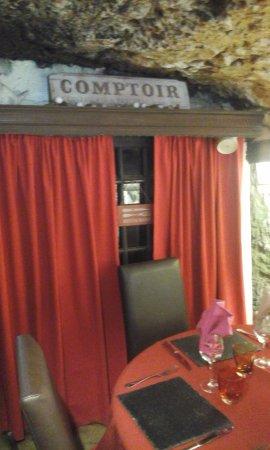 Saint-Martin-le-Beau, Γαλλία: La table où nous avons déjeuné ...