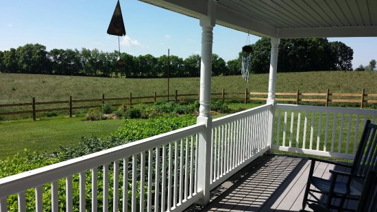 Clear Spring, MD: Wonderful Porch with Views of Countryside!