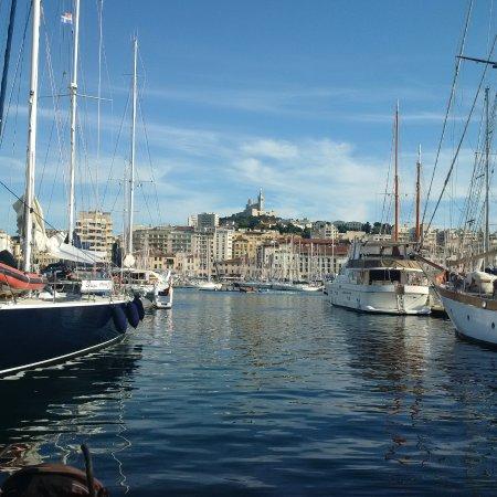 Le vieux port de marseille face notre dame de la garde picture of old port marseille - Pharmacie de garde marseille vieux port ...