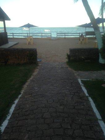 Pousada Beira Mar: Vista da varanda do café da manhã para a praia.