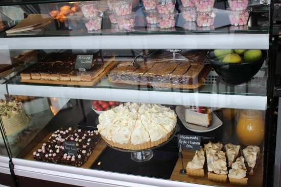 St Mawes, UK: ...more cakes
