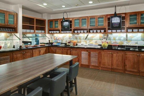Secaucus, NJ: breakfast bar